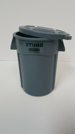 Rubbermaid BRUTE Miniature Trash Can with Lid. 4.5 Inches. N